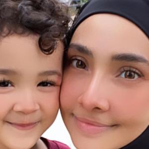 Kongsi Video Throwback Dengan Awal Ashaari, Lufya Rindu Bawa Anak Beriadah