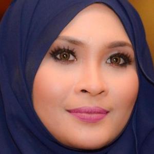 """""""Saya Sentiasa Jaga Adab"""" - Nana Rujuk Peguam Terkilan Nama 'Busuk'"""