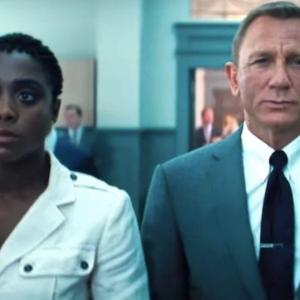 Daniel Craig Bengang Wanita Pegang Watak James Bond