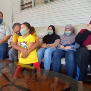"""Empat Beradik Yatim Piatu, Hanya Mampu Tumpang Kasih Bapa Saudara- """"Waktu Malam Dia Mencari Mama"""""""