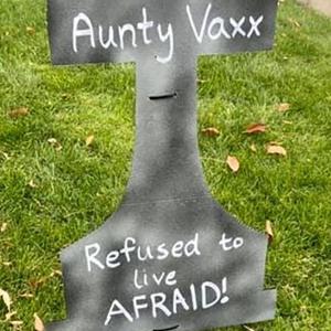 Wanita Tukar Halaman Rumah Jadi 'Tanah Perkuburan' Antivax